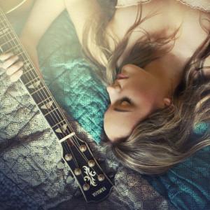 Maella - zpěvačka